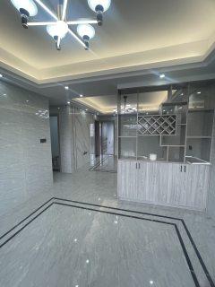 (市中心)五金东路小区5室3厅2卫165万100m²出售